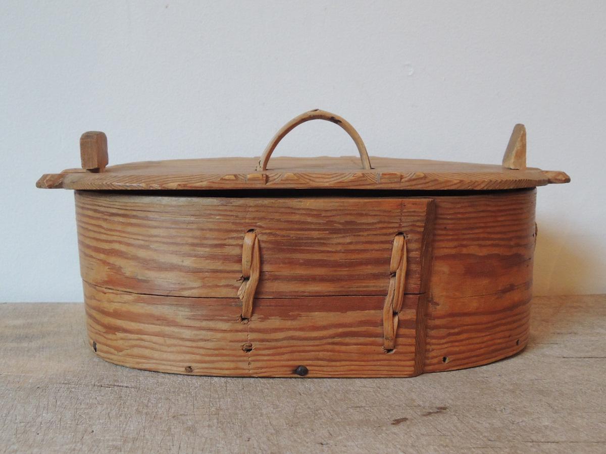曲木の裁縫箱
