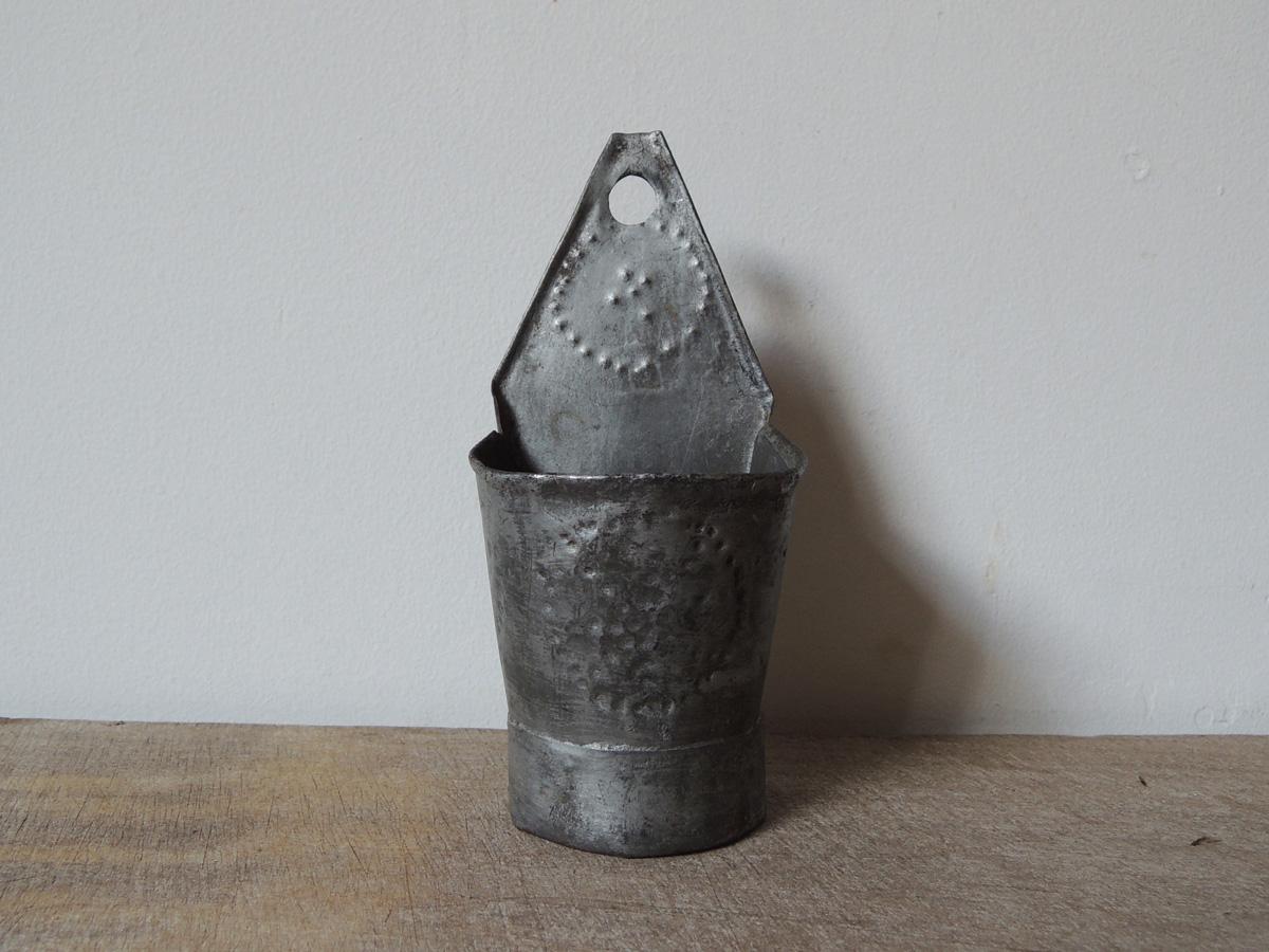 鎚目模様の容器