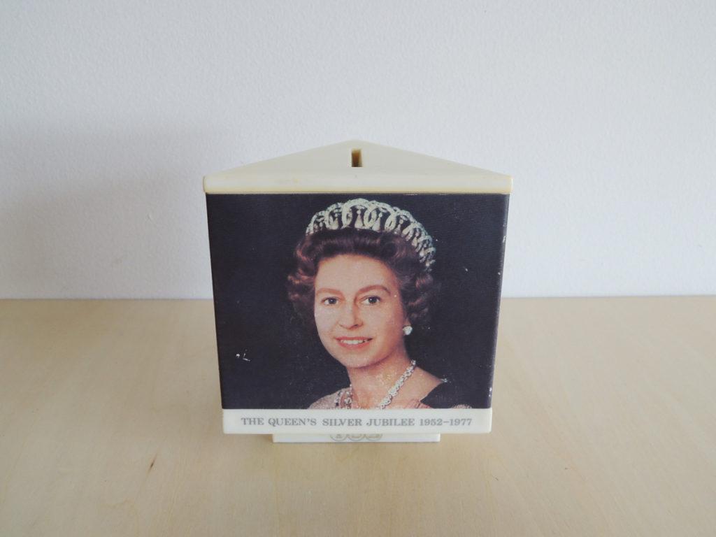 """""""Queen"""" Money box"""